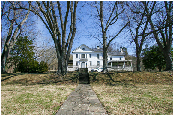 lucketts retreat front